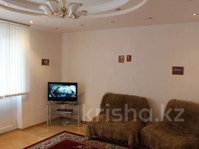 2-комнатная квартира, 63 м², 3/9 этаж посуточно, Аль-Фараби — Фурманова за 9 000 〒 в Алматы