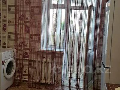 4-комнатная квартира, 100 м², 2/5 этаж посуточно, Сырдария новостройка 3 — Абая напротив смолл жибек жолы за 12 000 〒 в  — фото 9