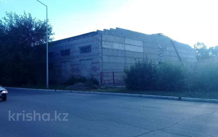 Здание, площадью 1000 м², Шугаева 153 за 60 млн 〒 в Семее