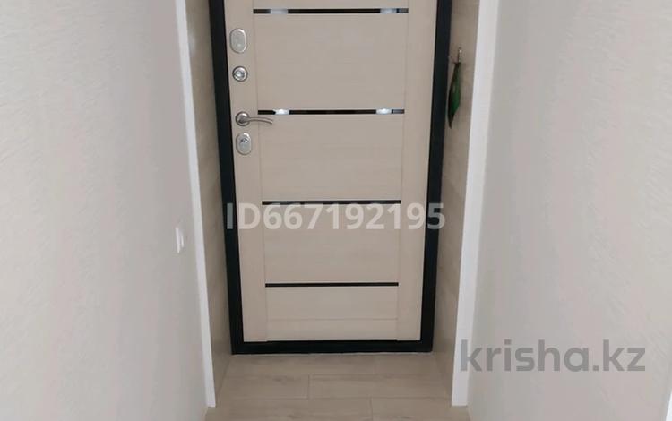 1-комнатная квартира, 32.5 м², 2/2 этаж, мкр Михайловка 10 — Осевая за 6.3 млн 〒 в Караганде, Казыбек би р-н