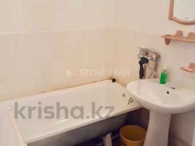 1-комнатная квартира, 45 м², 8/12 этаж посуточно, Кабанбай Батыра 40 за 5 000 〒 в Нур-Султане (Астана), Есиль р-н — фото 3