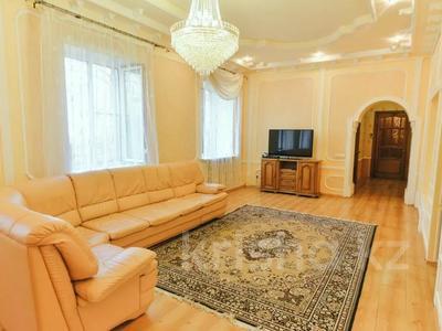 3-комнатная квартира, 120 м², 1/1 этаж посуточно, Молдагулова 3/3 — Достык за 15 000 〒 в Уральске