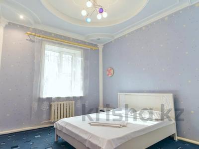 3-комнатная квартира, 120 м², 1/1 этаж посуточно, Молдагулова 3/3 — Достык за 15 000 〒 в Уральске — фото 4