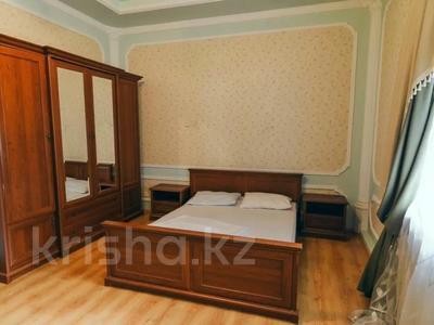 3-комнатная квартира, 120 м², 1/1 этаж посуточно, Молдагулова 3/3 — Достык за 15 000 〒 в Уральске — фото 6