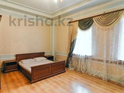 3-комнатная квартира, 120 м², 1/1 этаж посуточно, Молдагулова 3/3 — Достык за 15 000 〒 в Уральске — фото 7