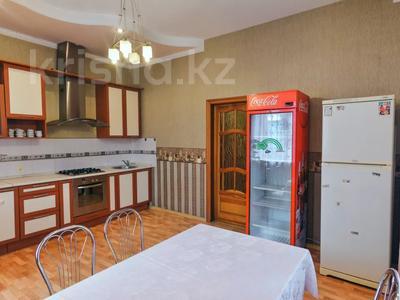 3-комнатная квартира, 120 м², 1/1 этаж посуточно, Молдагулова 3/3 — Достык за 15 000 〒 в Уральске — фото 8