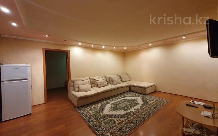 2-комнатная квартира, 46 м², 5/5 этаж помесячно, Ержанова 47/2 за 100 000 〒 в Караганде, Казыбек би р-н