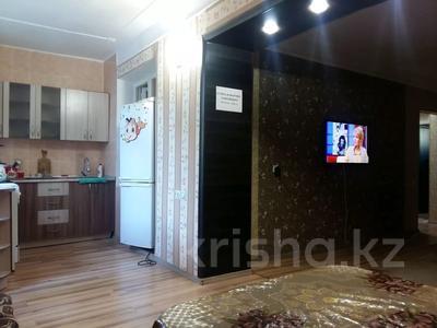 2-комнатная квартира, 50 м², 3/5 этаж посуточно, Абая 163 — Байзак батыра за 9 000 〒 в Таразе — фото 2