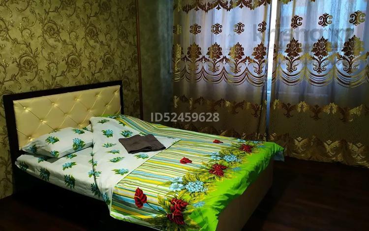 1-комнатная квартира, 40 м², 8/12 этаж посуточно, 1-я улица за 9 000 〒 в Алматы, Алатауский р-н