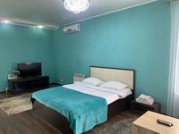 1-комнатная квартира, 45 м², 1/4 этаж посуточно, Победы 105 — Исаева за 13 000 〒 в Уральске