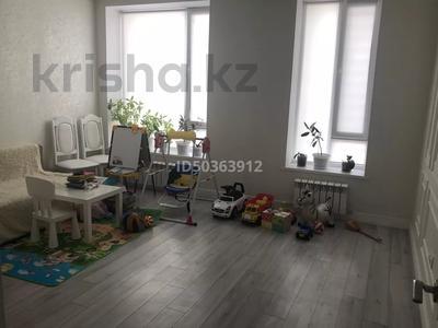 2-комнатная квартира, 65 м², 9/10 этаж, Мухамедханова 13 за 28 млн 〒 в Нур-Султане (Астана), Есильский р-н — фото 5