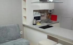 1-комнатная квартира, 55 м², 20/28 этаж посуточно, Кошкарбаева 10/1 — Тауелсыздык за 12 000 〒 в Нур-Султане (Астана)