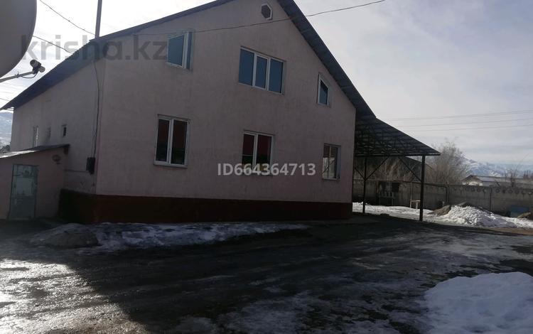 3-комнатный дом, 130 м², 10 сот., Жандосва 60 за 23 млн 〒 в Каракемере