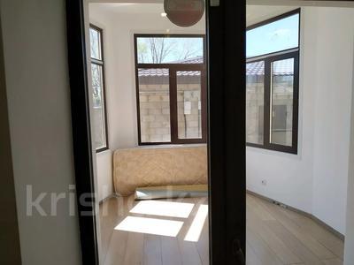 4-комнатная квартира, 160 м², 1/3 этаж помесячно, Жанибекова 92 за 270 000 〒 в Караганде, Казыбек би р-н — фото 14