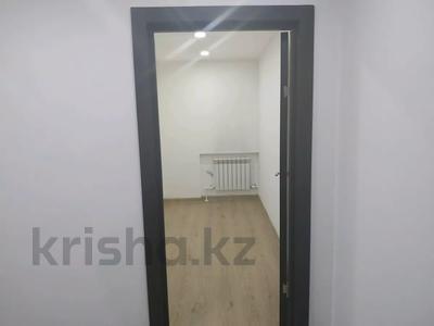4-комнатная квартира, 160 м², 1/3 этаж помесячно, Жанибекова 92 за 270 000 〒 в Караганде, Казыбек би р-н — фото 19