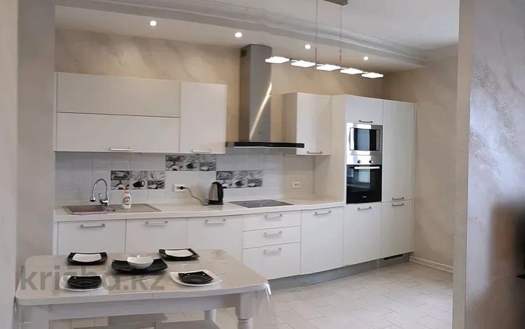 2-комнатная квартира, 85 м², 10/10 этаж посуточно, Навои 208 — Торайгырова за 15 000 〒 в Алматы, Бостандыкский р-н