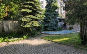 10-комнатный дом помесячно, 700 м², 10 сот., Кажимукана 286 — Панфилова за 1.3 млн 〒 в Алматы, Медеуский р-н