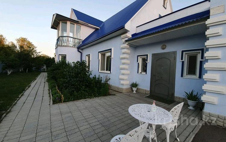 5-комнатный дом, 250 м², 17 сот., Мичурина за 48 млн 〒 в Уральске