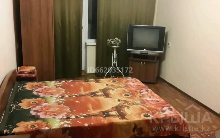 1-комнатная квартира, 32 м², 3/5 этаж посуточно, проспект Сакена Сейфуллина 412 — Макатаева за 5 000 〒 в Алматы