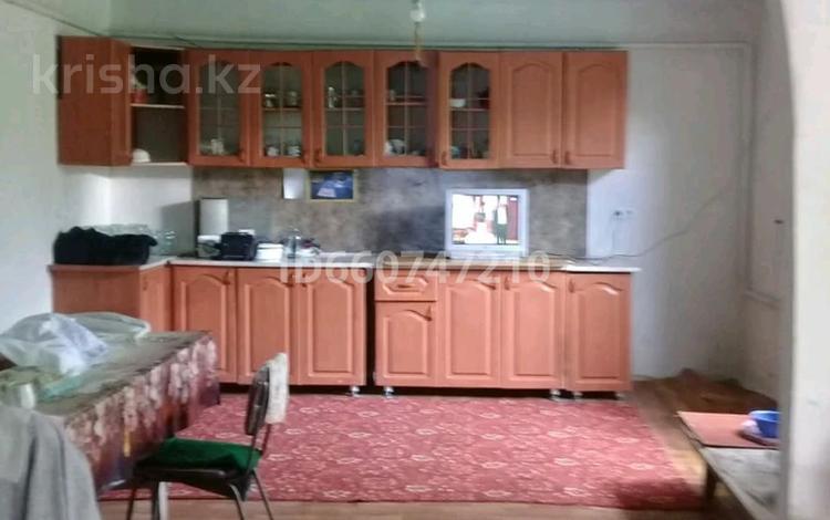 4-комнатный дом, 108.2 м², 5 сот., Жылыбулак 3 б за 8 млн 〒 в Жамбыле