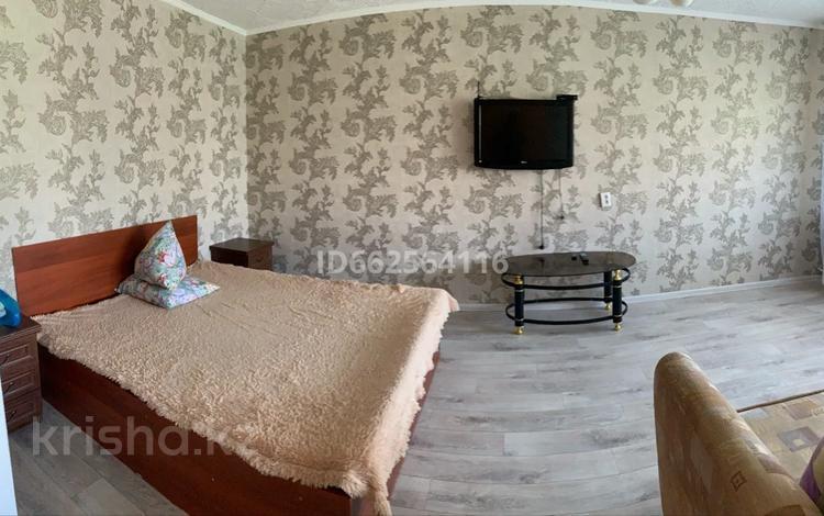 1-комнатная квартира, 35 м², 2/5 этаж по часам, Жабаева 188 за 800 〒 в Петропавловске