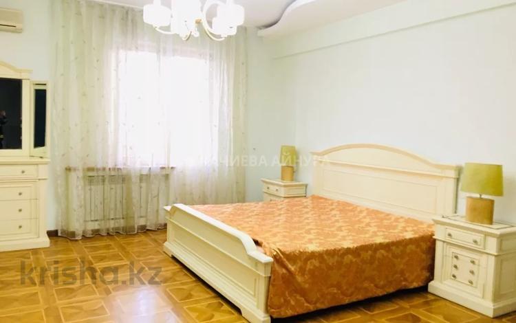 5-комнатная квартира, 200 м², 1/7 этаж помесячно, Жамбыла — Валиханова за 700 000 〒 в Алматы, Медеуский р-н