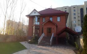 10-комнатный дом помесячно, 400 м², 10 сот., мкр Рахат, Аскарова 33 за 950 000 〒 в Алматы, Наурызбайский р-н