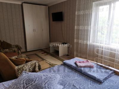 1-комнатная квартира, 30 м², 3/5 этаж посуточно, проспект Женис 39 — Богенбая за 6 000 〒 в Нур-Султане (Астана), Сарыарка р-н
