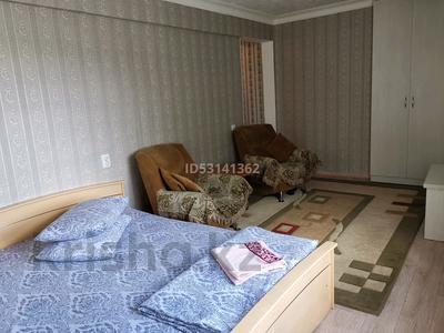 1-комнатная квартира, 30 м², 3/5 этаж посуточно, проспект Женис 39 — Богенбая за 6 000 〒 в Нур-Султане (Астана), Сарыарка р-н — фото 2