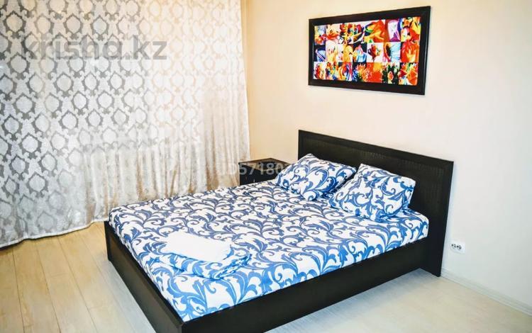 2-комнатная квартира, 65 м², 6/9 этаж посуточно, Пригородный, Туркестан 32 — Мангилик Ел за 11 000 〒 в Нур-Султане (Астана), Есиль р-н