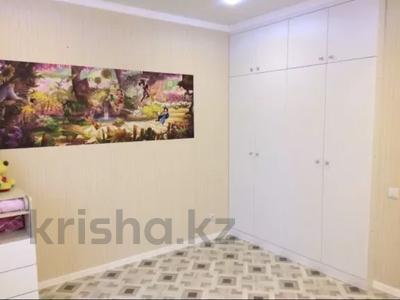 3-комнатная квартира, 80 м², 4/16 этаж, Кошкарбаева 37 — Жумабаева за 40 млн 〒 в Нур-Султане (Астана), Алматы р-н — фото 8