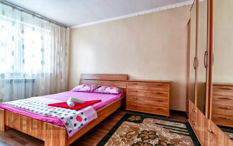2-комнатная квартира, 70 м², 3/12 этаж посуточно, Сарайшик 5 — Акмешит за 10 000 〒 в Нур-Султане (Астана), Есиль р-н