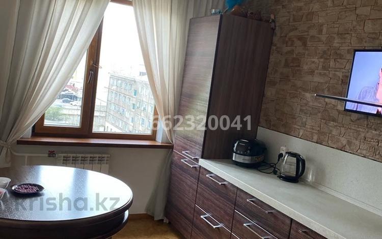 3-комнатная квартира, 75 м², 6/10 этаж помесячно, Толстого — Кутузова за 150 000 〒 в Павлодаре