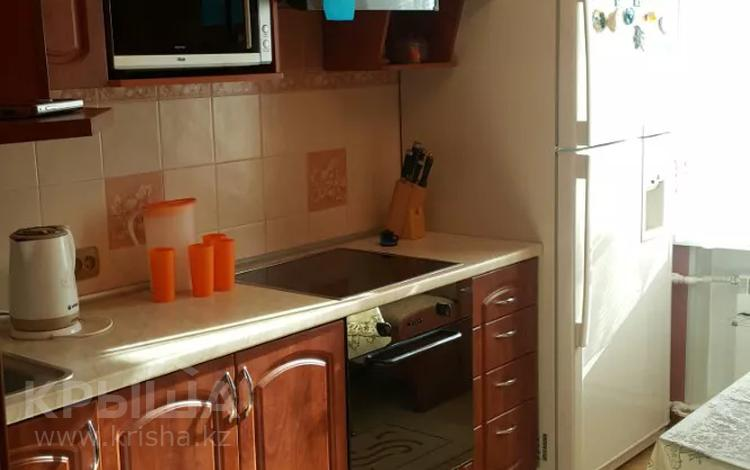 3-комнатная квартира, 80 м², 2/2 этаж помесячно, Комиссарова 20 за 150 000 〒 в Караганде