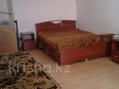 1-комнатная квартира, 40 м², 2/5 этаж посуточно, Азаттык 46а за 5 500 〒 в Атырау