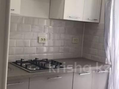 1-комнатная квартира, 40 м², 2/5 этаж посуточно, Азаттык 46а за 5 500 〒 в Атырау — фото 2