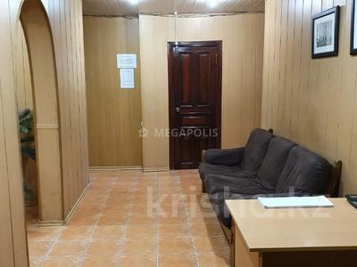 Офис площадью 80 м², проспект Нурсултана Назарбаева 9 — Ерубаева за 50 млн 〒 в Караганде, Казыбек би р-н