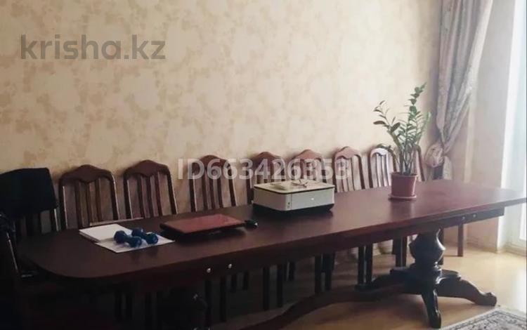 3-комнатная квартира, 130 м², 2/9 этаж, Маншук маметовой 111 за 32 млн 〒 в Уральске