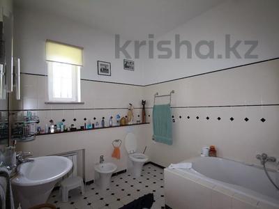 5-комнатный дом, 420 м², 30 сот., мкр Мирас, Садыкова за 680 млн 〒 в Алматы, Бостандыкский р-н — фото 8