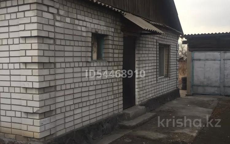 2-комнатный дом, 100 м², 6 сот., Жанатайулы 77 — Район ЖД вокзал за 5.7 млн 〒 в Семее
