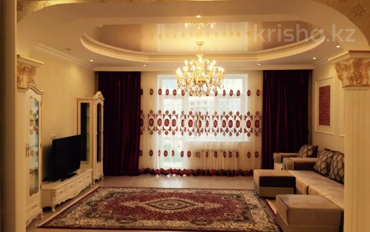 2-комнатная квартира, 80 м², 5/6 этаж помесячно, Туркестан 14/1 за 200 000 〒 в Нур-Султане (Астана), Есиль р-н