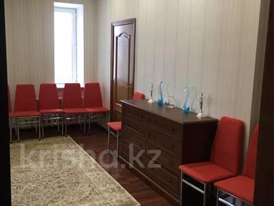 9-комнатный дом посуточно, 250 м², 6 сот., Мкр Чубары 1 — Сейткали Мендешева за 60 000 〒 в Нур-Султане (Астана), Есиль р-н — фото 14
