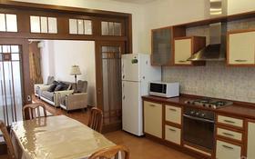 3-комнатная квартира, 120 м², 3/6 этаж помесячно, Ходжанова — Аль - Фараби за 350 000 〒 в Алматы, Бостандыкский р-н