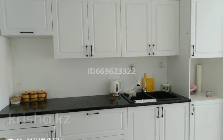 2-комнатная квартира, 80 м², 5/9 этаж посуточно, Аккент 27 за 15 000 〒 в Алматы, Алатауский р-н