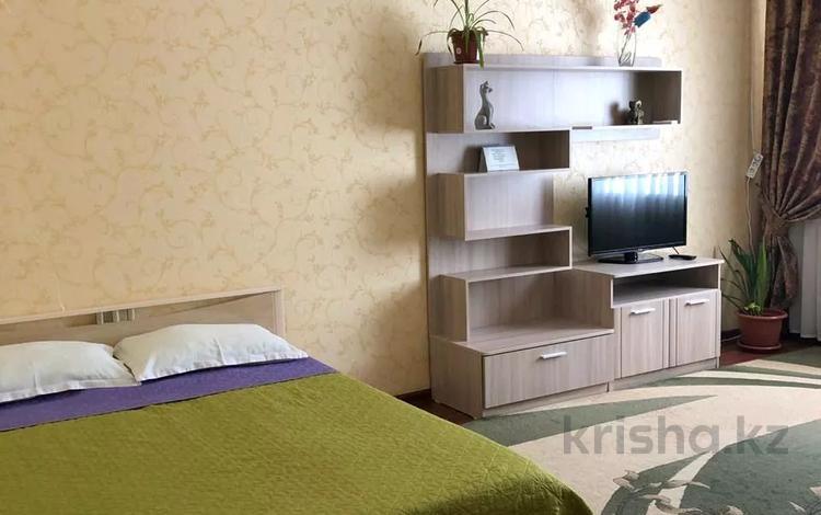 1-комнатная квартира, 50 м², 2/9 этаж посуточно, Кунаева 35 — проспект Мангилик Ел за 10 000 〒 в Нур-Султане (Астана), Есиль р-н
