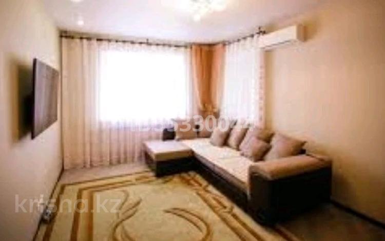 2-комнатная квартира, 65 м², 4/5 этаж посуточно, Абылайхана 29 — Манаса за 12 000 〒 в Нур-Султане (Астане), Алматы р-н
