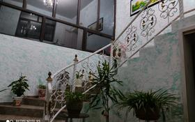 9-комнатный дом, 250 м², 8 сот., мкр Самал-3 43/36а — Изгилик за 46 млн 〒 в Шымкенте, Абайский р-н