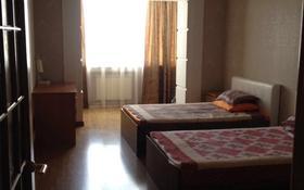 4-комнатная квартира, 190 м², 6 этаж помесячно, Абая 8а за 250 000 〒 в Актобе
