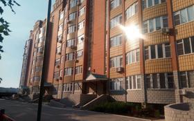 1-комнатная квартира, 50 м², 3/8 этаж помесячно, Алия Молдагулова 46В за 70 000 〒 в Актобе
