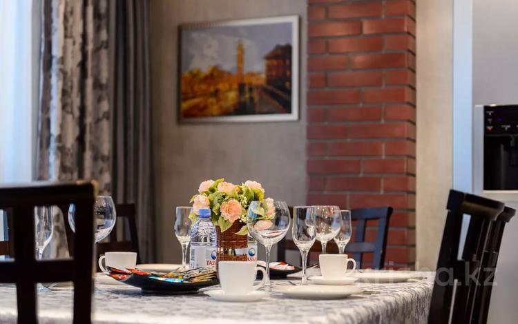 3-комнатная квартира, 130 м², 14/14 этаж посуточно, Хусаинова 225 за 30 000 〒 в Алматы, Бостандыкский р-н